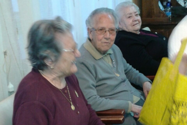 grupo-de-manualidades-hogar-pensionista-9DBCE1820-FAA0-FB93-E17C-9D004261379F.jpg