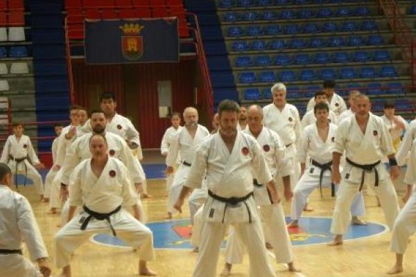 180525-entrenamiento-karate-097F80797F-C706-58E0-6D46-8F67E1958022.jpg