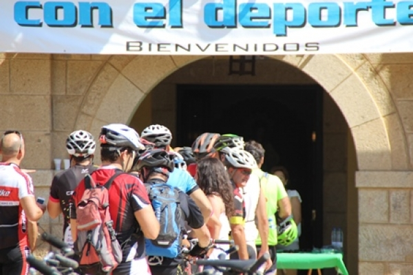 paso-por-alcaudete-de-la-jara-31186524882-A049-F8D8-2698-5FBAA77DE4F8.jpg